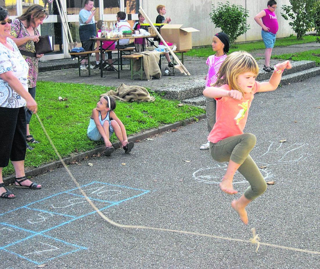 Bildergebnis für Kinderspiele Seilspringen