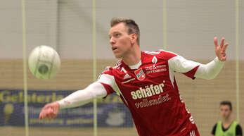 Sven Muckle konnte nach seiner Schulterverletzung erstmals wieder mitwirken, die 0:5-Nieder-lage der Offenburger in Schweinfurt-Oberndorf aber nicht verhindern.