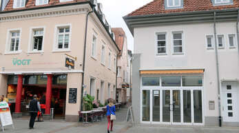 Ein erstes Anzeichen, wie sich das Einkaufsquartier auswirken könnte? In der Steinstraße steht zum Beispiel das frühere Schmuckgeschäft neben der Metzgerei Vogt leer rechts).