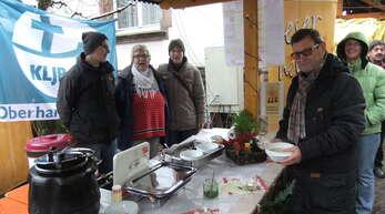 Sonja Rombach (2. von links) organisiert wie im Vorjahr einen Suppentag auf dem Oberharmersbacher Weihnachtsmarkt.