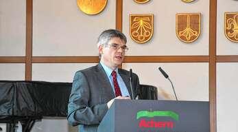 Peter Lassahn, Geschäftsführer der Breitband Ortenau GmbH & Co. KG, referierte beim Treffen des Wirtschaftsclubs Achern über die Breitbandversorgung und Aktivitäten zum Netzausbau in der Ortenau.