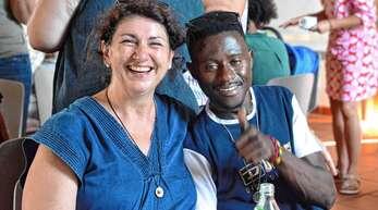 »Ich freue mich, dass die Welt zu uns kommt«, begeisterte sich Andrea Hauser vom Helferkreis bei der Eröffnung des Begegnungstreffs im evangelischen Gemeindehaus.
