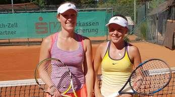 Anna Hug (l.) vom gastgebenden TC Zell musste sich in der Damen-Konkurrenz erst im Finale Anna Frey (TC Binzen) geschlagen geben.