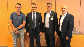 Henrik Hoch, Matthias Zink, Bürgermeister Gregor Bühler und Trudbert Kraus sprachen über die Zukunft des Sasbacher Werks der Schaeffler-Gruppe.