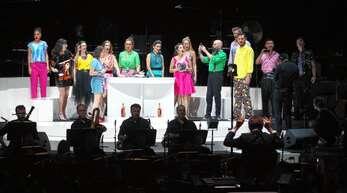 150 Mitwirkende standen bei Frank Zappas »200 Motels« auf der Bühne im Straßburger Zénith. Rund 2000 Zuschauer erlebten eine denkwürdige Vorstellung.