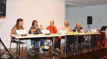 Podiumsdiskussion in Oberkirch zum Thema »Eltern ohne Kinder – was hilft?«: (v. l.) Anke Endreß, Maria Kopf, Karin Jäckel, Raimund Müller und Ute Ruth Hausmann.