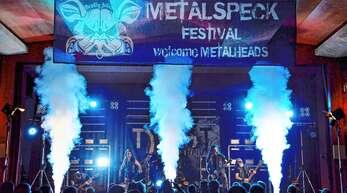 Die 2014 gegründete Straßburger Band »Dust in Mind« trat am Samstagabend beim sechsten Metalspeckfestival in der Linxer Hans-Weber-Halle auf.