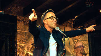 Gefühlvoll, poetisch und mit phänomenaler Unterstützung seiner Band begeisterte Jürgen Hörig einen Abend lang mit Songs und Lyrics«.