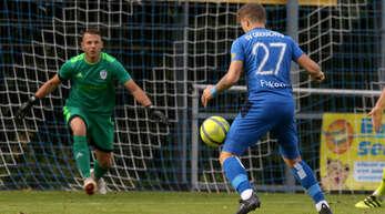 Nicht nur der eingewechselte Daniel Filkovic, in dieser Szene frei vor Ravensburgs Schlussmann Haris Mesic, ließ eine gute Torchance beim 0:0 des SV Oberachern ungenutzt.