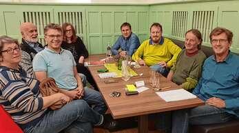 Die Grünen wollen nach 20 Jahren wieder in den Acherner Gemeinderat einziehen. Dazu trafen sie sich nun in Achern, darunter Dritter von links Bernd Mettenleiter, rechts hinten Martin Siffling, Ludwig Kornmeier ist Zweiter von rechts, Alfred Baum ganz rechts.