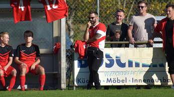 Trainer Patrick Wußler (Mitte) hat sich mit dem FC Ohlsbach den Aufstieg in die Kreisliga A zum Ziel gesetzt.