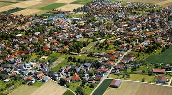 Ichenheim aus der Luft: Die Gemeinde Neuried plant hier den Bau eines Mehrfamilienhauses.