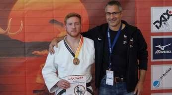 Philipp Gänshirt (l.) vom Budo-Club Offenburg mit seinem stolzen Trainer Martin Ernst.