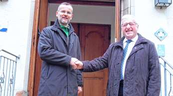 Die beiden Oppenauer Pfarrer Achim Brodback und Klaus Kimmig (von links) schätzen und freuen sich über die seit 50 Jahren in Oppenau existierende Ökumene.