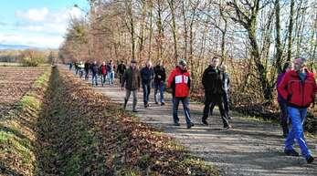 Der Frage, wie sich naturschonende Gewässerpflege auswirkt, gingen die Teilnehmer des Gewässernachbarschaftstages vor Ort im Bereich der Acher-Rench-Korrektur nach.