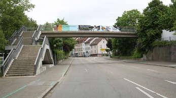 Auf dieser Brücke in der Freiburger Straße in Offenburg hat der 24-Jährige sein gleichaltriges Opfer Ende April vergewaltigt.