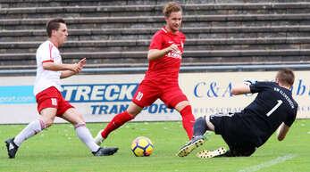 Samuel Geiler (Mitte) ist gesperrt und fehlt dem Offenburger FV somit im Derby beim SC Lahr.