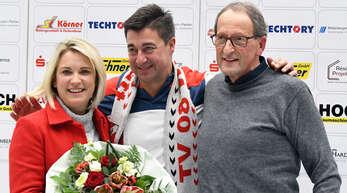 Rainer Lusch (r.), Vorstandsvorsitzender des TV Willstätt, bedankte sich bei Beate und Frank Dickerhof für zwei Jahrzehnte Zusammenarbeit.