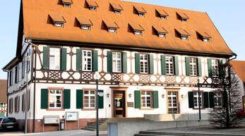 Die Suche nach Kandidaten für die Kommunalwahl – hier symbolisch das Rheinauer Rathaus in Freistett – ist bei allen drei Gemeinderatsfraktionen angelaufen