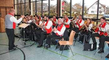 Der Musikverein Harmonie Wagshurst mit Dirigent Bernhard Danner unterhielt die Senioren bestens.
