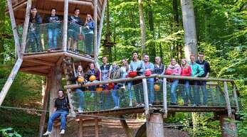 Stationen und Aktionen des fünften Rheinauer Jugendgemeinderates:das junge Gremium im Herbst 2016 beim Teamtraining im Kletterpark in Kenzingen.