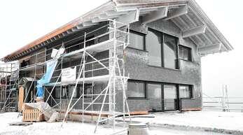 Auf der Hornisgrinde wird an der Grindehütte mit Hochdruck gearbeitet.