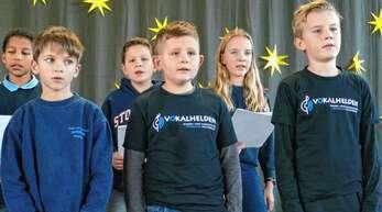 Vokalhelden des Kinder- und Jugendchores Unterwegs wirkten am Programm für die älteren Dorfbewohner mit.