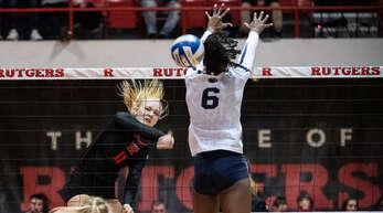 Die Offenburger Volleyballerin Merle Weidt (l.) fühlt sich an der Rutgers University in New Jersey pudelwohl, auch wenn es sportlich noch nicht wie erhofft läuft.