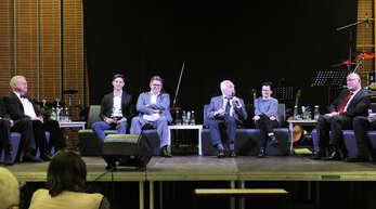 Festakt zum 50-jährigen Bestehen des Wirtschaftsgymnasium in Lahr: Alfred Schütz, Max Kohler, Uwe Kohler, Heinz Scherzinger, Claudia Hübschle, Herbert Huber (von links)