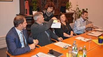 In geheimer Wahl bestimmten Oberweiers Ortschaftsräte den neuen Ortsvorsteher. Zum Nachfolger von Richard Haas wurde Andreas Bix ernannt.