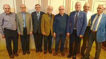 Bei der Jahresabschlussfeier der ETSV-Freizeitabteilung (von links): Franz Föll, Heinz Karch, Abteilungsleiter Bernhard Haus, Gerhard Scheurer, Bernhard Herrmann, Gilles Bonardell, Rüdiger Stelzl und Paul Geiger. Es fehlt Gerd Braunstein.