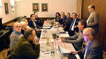 Zweieinhalb Stunden diskutierten Vorstandsmitglieder des Fördervereins Ortenau Klinikum Oberkirch mit Renchtäler Kreisräten und OB Matthias Braun.