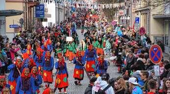 Auch am Sonntag werden wieder zahlreiche Narren die Innenstadt bevölkern. Ab 13.30 Uhr geht es los.
