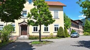 Das Oberkircher Krankenhaus soll ab 2030 nur noch ein Gesundheitszentrum ohne Betten sein. Das Vorgehen des Kreises ernteten im Oberkircher Gemeinderat Kritik.