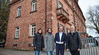 In puncto Kita »Die kleinen Strolche« wurde eine Lösung gefunden (von links): Erika Ell, Andrea Fossler (bei Kita-Verein), Uwe Birk (Deutsche Bauwert) und Jörg Uffelmann (Reichswaisenhaus-Verein).