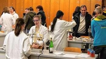 Die HLS Offenburg zeigte, was sie zu bieten hat, wie zum Beispiel Naturwisssenschaften.