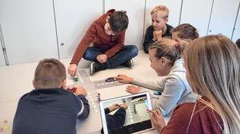 Für die Grundschüler gab es tolle Möglichkeiten mit dem Tablet für die Fahrradprüfung zu üben.