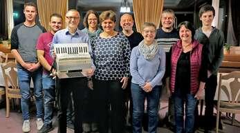 Das neue Vorstandsteam des Harmonika-Orchesters Lautenbach besteht aus (von links): David Blasen (Jugendleiter), Klaus Vogt, Hans Heizmann (Vorstand), Andrea Fluck (Kassierin), Anita Birk (Vorstand), Manfred Vogt (Dirigent), Irene Hättig, Andreas Blasen, Helga Vogt (Dirigentin) und Lukas Börsig (Jugendleiter).