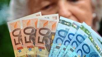 Viele Rentner in Deutschland reicht das Geld hinten und vorne nicht. Die Große Koalition plant eine Art »Respektrente«. Die Ausgestaltung dieser Grundsicherung ist heftig umstritten.