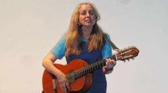 Richtig begeistert war das Publikum von der Liedermacherin Agnes Müller.
