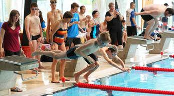 Über 70 Schwimmerinnen und Schwimmer mit Behinderung gingen am Samstag in Offenburg auf Medaillenjagd.