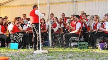 Die Stadtkapelle Renchen eröffnete am Freitagabend das Dorfmusikfest in Zusenhofen.