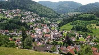 Idyllisch in mehreren Tälern eingebettet liegt die Gemeinde Ottenhöfen. Die topografische Lage macht es Unternehmen, die expandieren wollen, aber nicht leicht, so dass so mancher Betrieb eine Verlagerung in die Ebene bevorzugt.