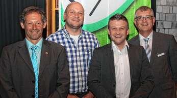 Aufsichtsratsvorsitzender Klaus Doll (links) und Geschäftsführer Adrian Steiner (rechts) dankten Simon Wolber (Zweiter von links) und Reiner Wöhrle für ihre Arbeit im Aufsichtsrat. Wolber wurde einstimmig wiedergewählt. Wöhrle kandidierte nicht mehr, ein Nachfolger fand sich nicht – der Raum Wolfach bleibt vorerst ohne Vertreter im Aufsichtsrat.