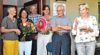 Rosemarie Dahlhäuser (geborene Joerger), erzählte anekdotisch aus dem Leben ihres Vaters, der Arztes Viktor Joerger. Heidi Joerger, Gaby Volz-Wetzel, Gregor Joerger, Annette Joerger und Wolfgang Joerger (von links) hörten mit Interesse zu.
