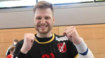 Auch mit Gipsarm kann man jubeln: Marius Oßwald.