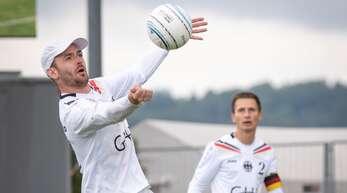 Der Offenburger Abwehrspieler Oliver Späth startet mit Deutschland am Sonntag als Favorit in die Faustball-Weltmeisterschaft in Winterthur.