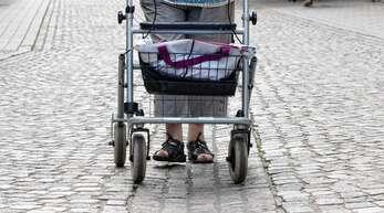 Wenn ältere Menschen nicht mehr so gut zu Fuß sind, bereitet ihnen das Kopfsteinpflaster in der Innenstadt Probleme (auf dem Foto ist die Marktstraße zu sehen).