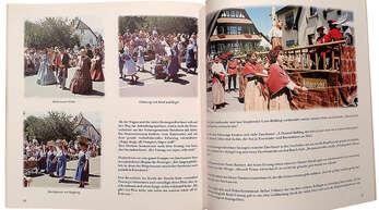 Impressionen vom Festumzug bei der 850-Jahr-Feier in Ortenberg wurden auch in einem Buch festgehalten.