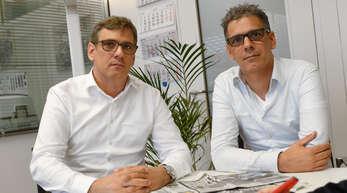 Die Zwillinge Markus (links) und Ralf Janetzky wollen nach der Attacke auf ihren Vater (75) beim Offenburger Bahnhof prüfen lassen, ob die Tat hätte vermieden werden können.